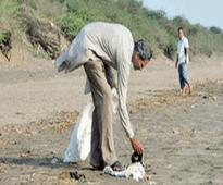 This 40-Year-Old Man Has Cleaned The Dandi Beach For 4 Years Without Any Reward