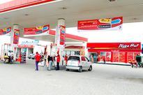 Zambians cross into Botswana for cheap fuel