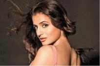 Ameesha Patel to do a special song !