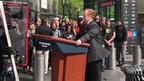 WATCH: Melissa McCarthy motors through New York dressed as Sean Spicer for SNL!