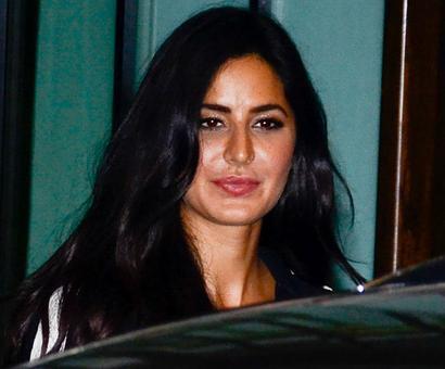 PIX: Katrina, Iulia party with Salman Khan