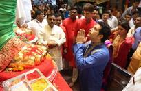 Sachin Tendulkar offers prayers at Lalbaugcha Raja