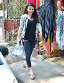 Pregnant Soha flaunts her baby bump with style