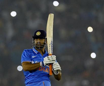 Dhoni fifth Indian to complete 9000 ODI runs