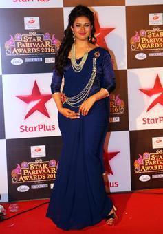 PIX: Divyanka Tripathi, Karan Mehra attend Star Parivaar awards