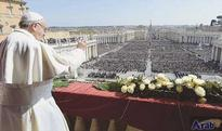 Pope urges compassion for migrants in Easter appeal