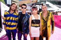 DNCE Serves Up 'Cake By the Ocean' at 2016 Billboard Music Awards