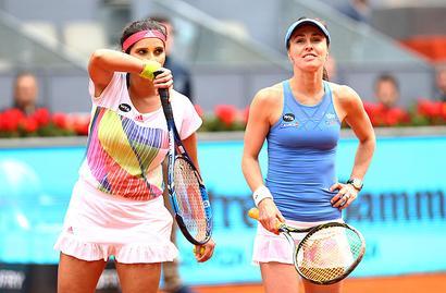 Sania-Martina march into Italian Open semis