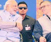 Omar Abdullah hails, Shashi Tharoor flays Narendra Modi's plan to spend Diwali with Kashmir's flood-hit people