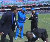 IND v NZ 2nd ODI: Dhoni wins toss, opts to bowl first