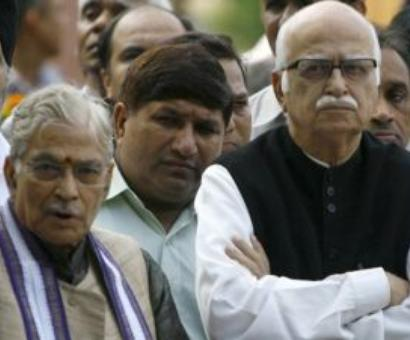 Firefighter Amit Shah jumps in to quench Advani-Joshi statement