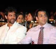 Shah Rukh Khan's best friend Hrithik Roshan gets friendly with Salman Khan