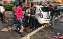 In dry Gujarat, people swarm car filled with beer cans after vehicle meets with accident