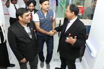 Dubai: Cricketer Abdul Razzaq visits Thumbay Hospital