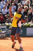 Tsonga plays like Nadal to stun Federer