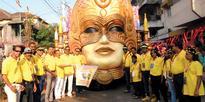 Scores enjoy Vasco float parade