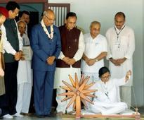 Ram Nath Kovind recalls Mahatma Gandhi on Gujarat visit, urges citizens to become nation-builders