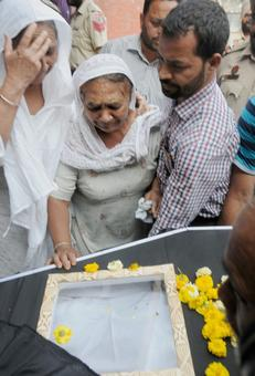 Kirpal Singh cremated, mystery remains over his death in Pak jail