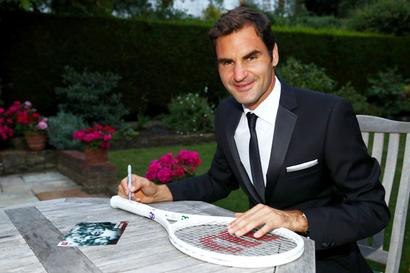 Federer beats Woods to become highest-paid athlete