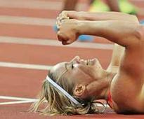 Queen Schippers retains 200m crown