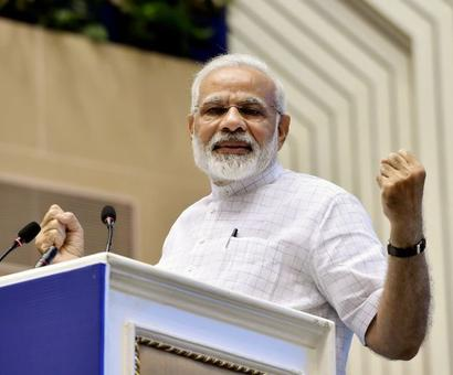 Those who clean India have first right to chant Vande Mataram: PM