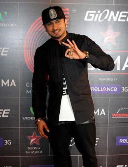 Yo Yo Honey Singh goes musical with a tabla!