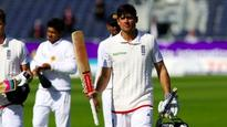 Alistair Cook passes 5,000 runs in home tests