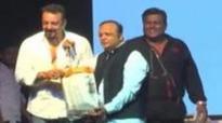 Sanjay Dutt Crafts Peferct Paper Bag   World Environment Day Celebrations   Asif Bhamla Foundation