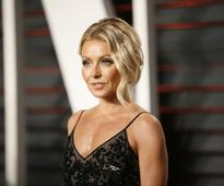Kelly Ripa makes Michael Strahan uncomfortable with divorce talks; is she sabotaging her image?