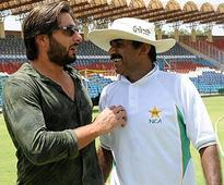 Dawood Ibrahim forces Shahid Afridi to make peace with Javed Miandad?