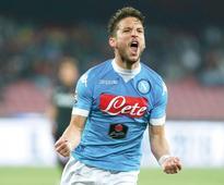 Napoli thump Bologna to make Juve wait