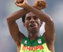 Ethiopian marathoner Feyisa Lilesa arrives in U.S. with hope despite exile