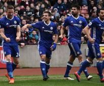 Premier League roundup: Chelsea inch closer to the title with late win at Stoke, West Brom thump Arsenal