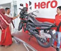 Hero reports flat sales, Bajaj dips in Feb