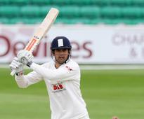 Alastair Cook signs Essex contract extension