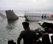 Bali removes Lion Air wreck