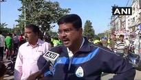 Dharmendra Pradhan takes part in cyclothon to promote fuel conservation