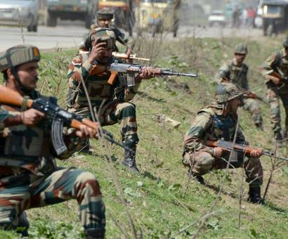 Army convoy attacked in Srinagar, 2 soldiers injured