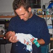77 Emotional Photos Of Preemie Parents With Their Babies In NICU