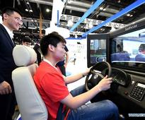 Science and technology experience items attract crowds in Beijing