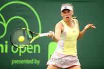 Wozniacki stops match in Washington with injured left arm