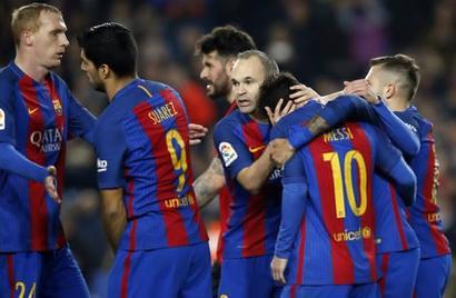 La Liga: Messi penalty rescues Barcelona