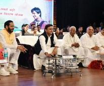 CM Akhilesh launches Samajwadi Smartphone Yojna, Online registration begins at www.samajwadisp.in
