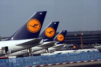 Lufthansa halts Venezuela flights over forex snags