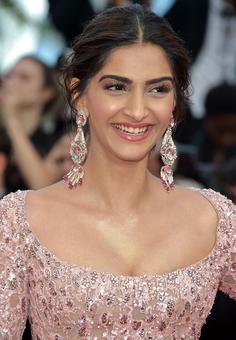 PIX: Sonam Kapoor wows Cannes