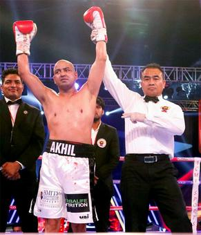 Olympians Akhil, Jitender start pro-careers with knock-outs
