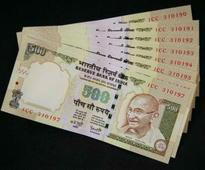 Man poses as I-T officer to claim Rs 9 lakh in old notes