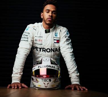 F1: Hamilton, Vettel kick off race for fifth title in Melbourne