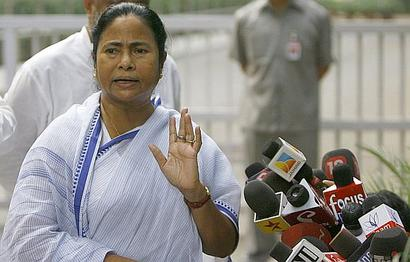Who's the 1st VVIP to reach Patna for Nitish's crowning? It's Mamata!