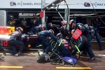Red Bull apologise to Ricciardo for pit-stop bungle
